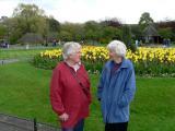 Mor & Bibbi på besök 2005