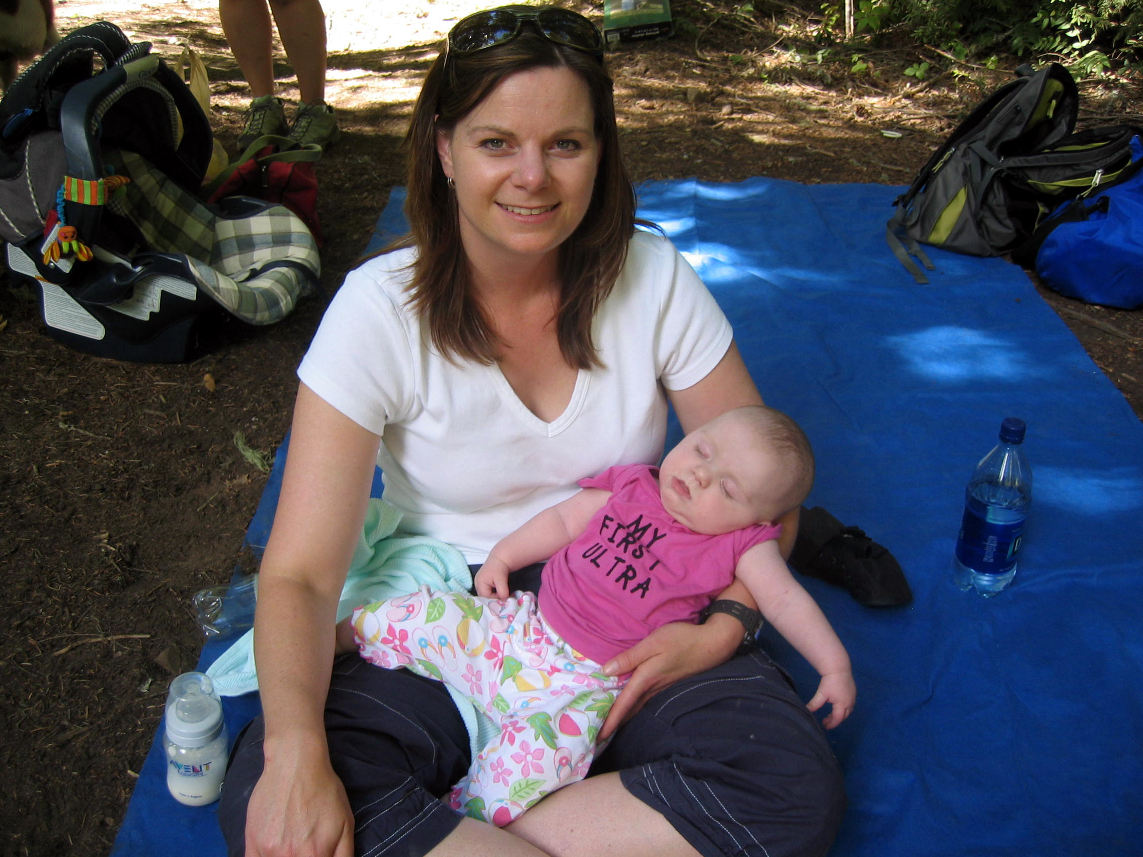 Keiths wife Allison & baby Kelly wait for Keith at the last aid station