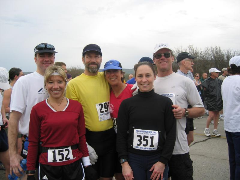 Yakima finish line photo (David, Lisa, Stan, Maura, Wendy, Kevin)