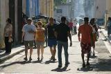 Transeuntes en La calle Opispo (La Habana)