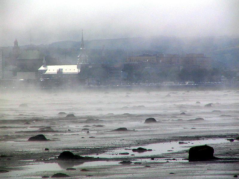 Léglise de Rimouski dans la brume