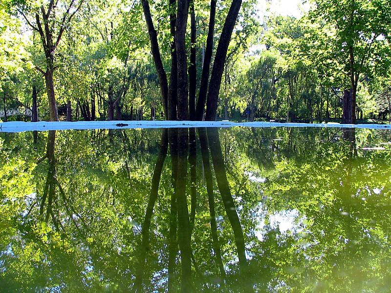 Maizerets, le reflet dans la fontaine