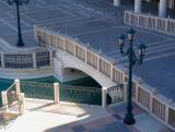 Pont et lampadaire