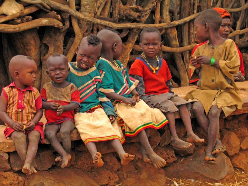 A row of children in Gesergio.jpg