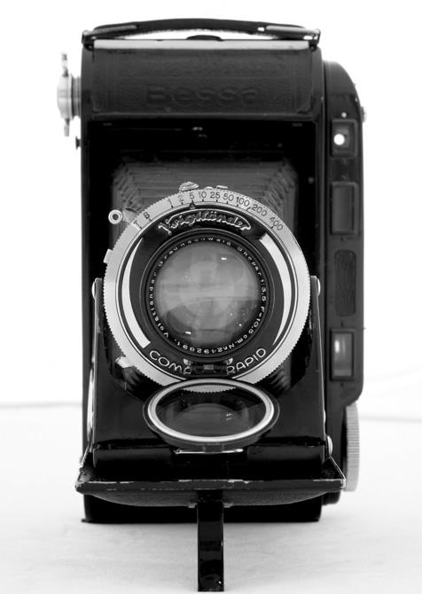 44562940.cameras2VoigtlanderBessaRF.JPG