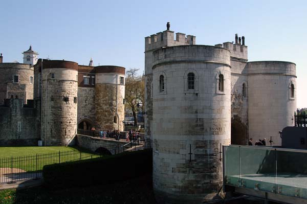 Middle Tower and Byward Tower gates
