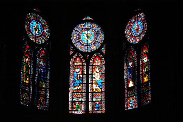 Stained glass windows above the altar, Notre Dame de Paris