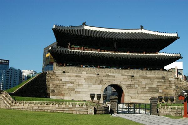 Namdaemun (Sungnyemun) Gate, 1398