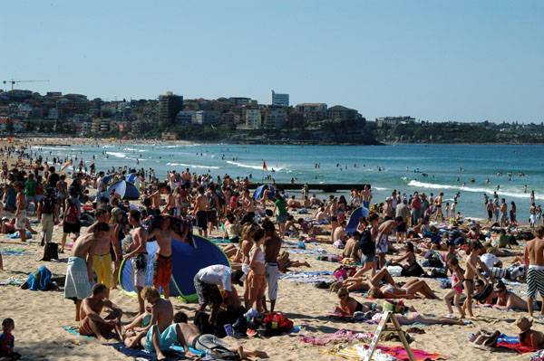 Crowded holiday (Aussie Labour Day) Manly Beach