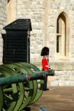 Guard with a row of cannon in front of the Jewel House