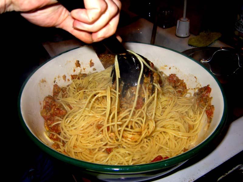 pasta with tuna caper tomato sauce