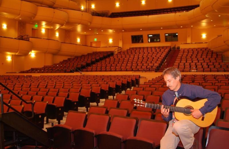 Bill OBrien playing guitar in Jensen Hall  DSCF0127