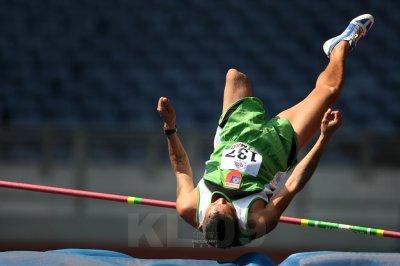 Amputee at high jump