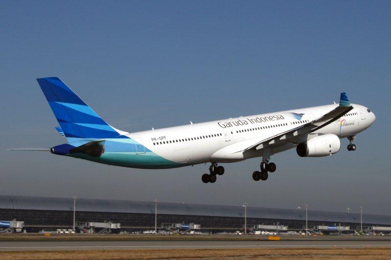 GARUDA INDONESIA AIRBUS A330 300 KIX RF IMG_5533.jpg