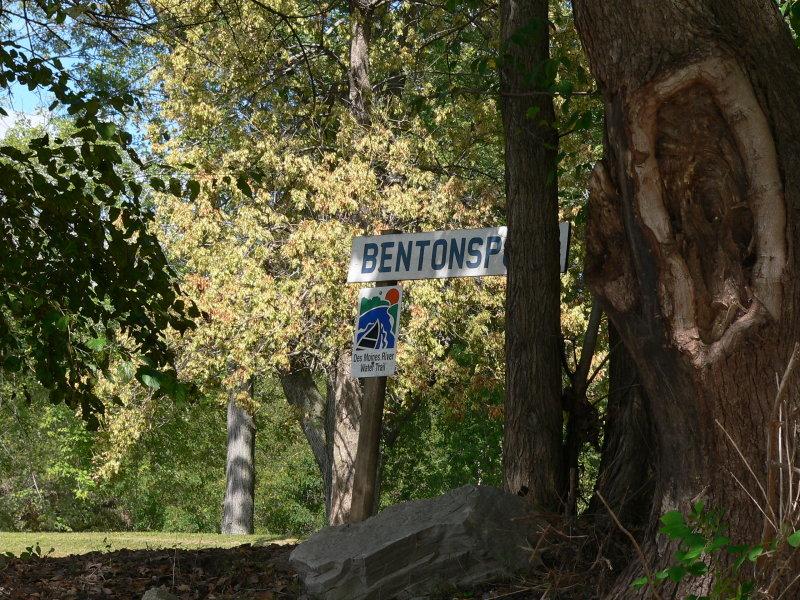 Riverside trail sign