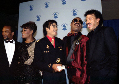 MJ laughing with Stevie, Lionel, Quincy and Dionne