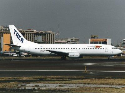 B737-400 N521LF