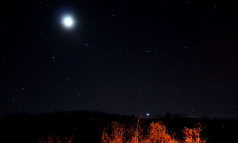 The moon. Venus & Jupiter just before going behind the mountain12/03/08