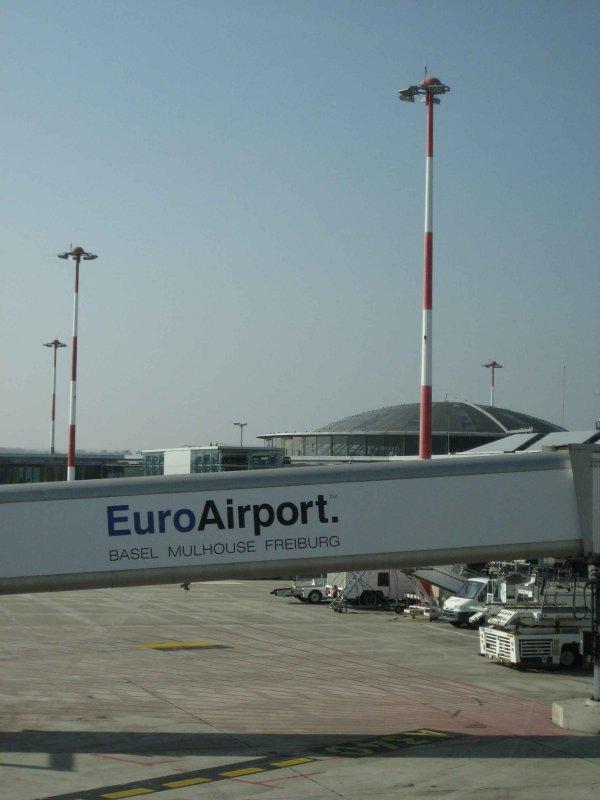 Laéroport de Bâle-Mulhouse se trouve en France à St-Louis