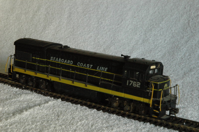 Athearn U36B - only numbers were changed