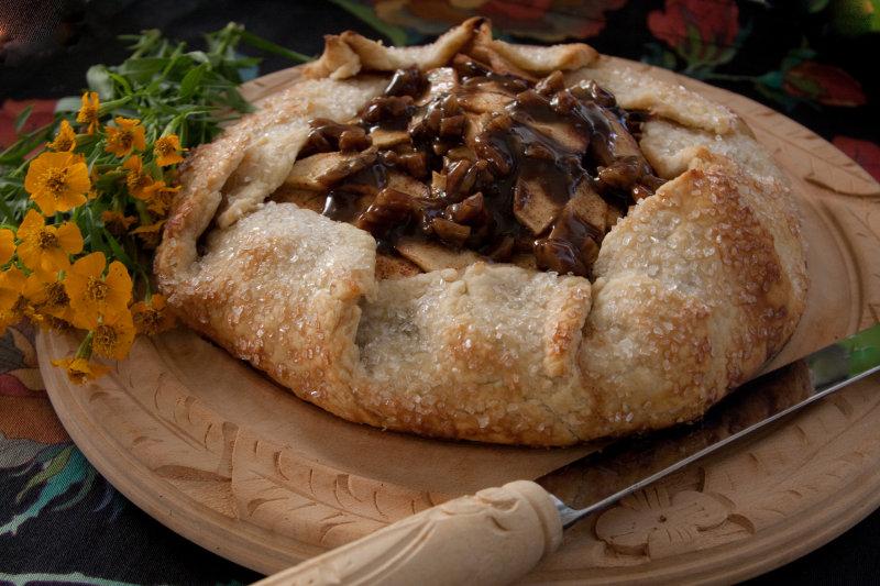 Rustic Apple Pie with Caramel-Pecan Sauce
