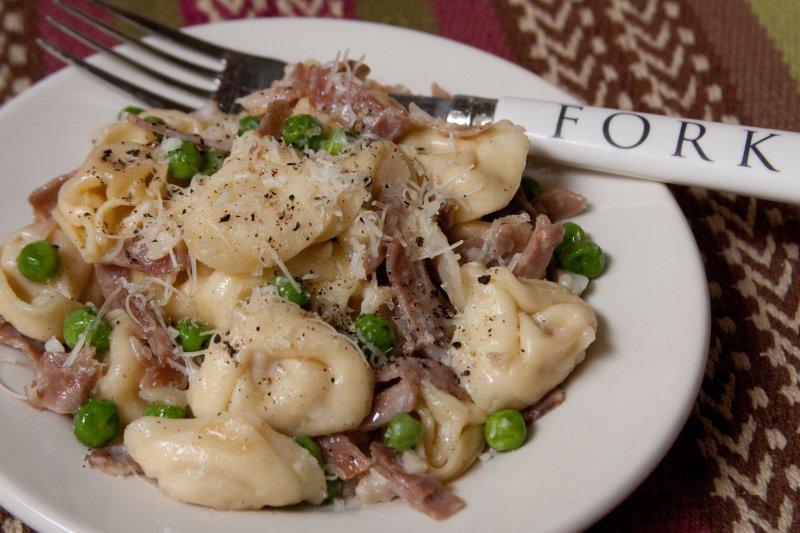 Tortellini with Prosciutto and Peas