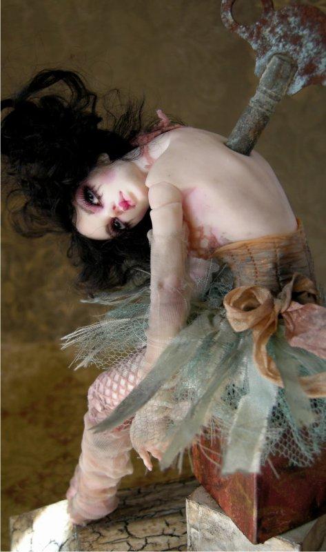 дверь картинки сломанной куклы толкование сна