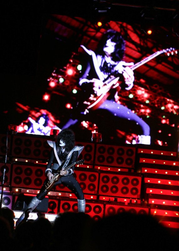 Tommy Thayer the star of the SHOW