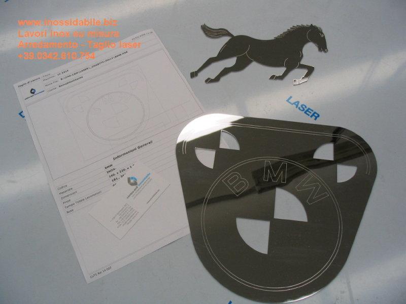 pezzi acciaio inox lucido a specchio tagliati al laser con marcature logo cavallo e bmw