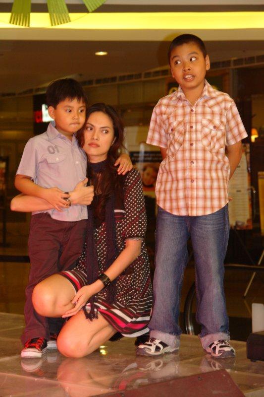 Joanne Quintas-Primero with kids