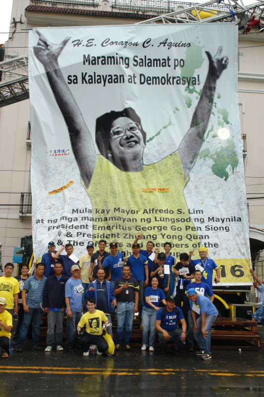 United colors of Ateneo & La Salle: Yellow for the day