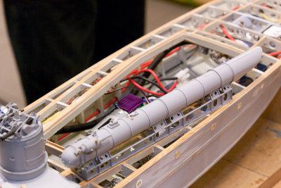 Torpedorør, nydelig detaljert. Og trykkluftdrevet så torpedoen spretter ut, selvsagt.