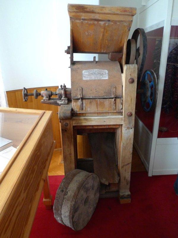 Antique Paprika Grinding Equipment