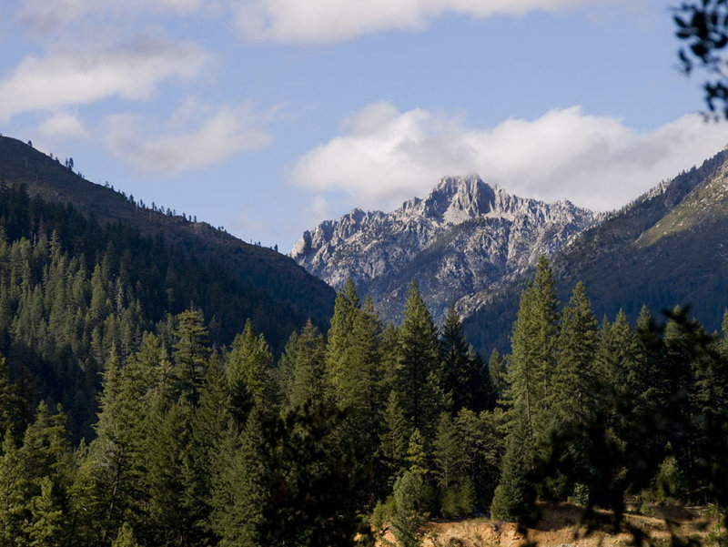 <B>Grand View</B> <BR><FONT SIZE=2>Trinity Alps, August, 2007</FONT>
