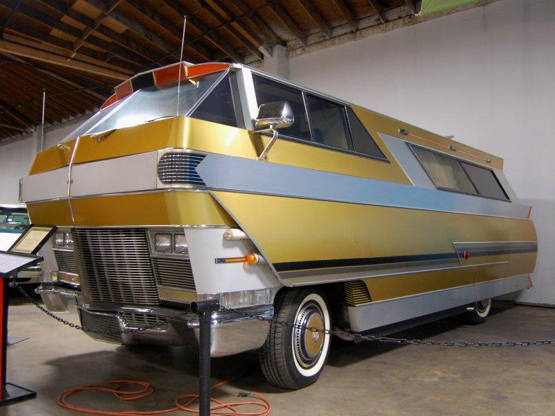 Land yacht 1971 Star Streak Motorhome built on a 455 c.i. Oldsmobile FWD Toronado platform even though it has Cadillac hubcaps.