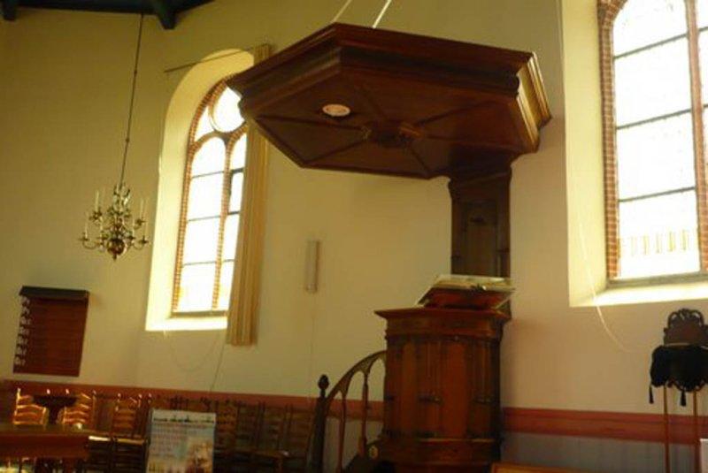 Hindeloopen, NH kerk kansel [004], 2009.jpg