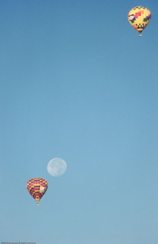 096 The Moon and the Balloons