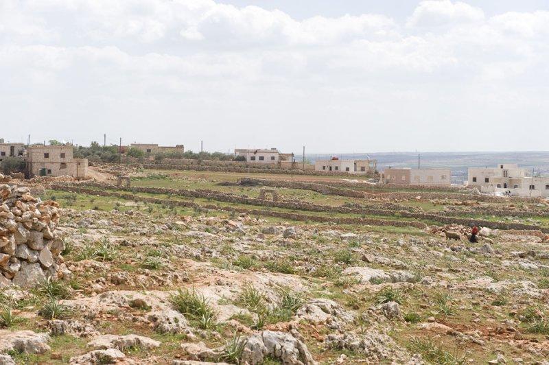 Dead cities from Hama april 2009 8655.jpg