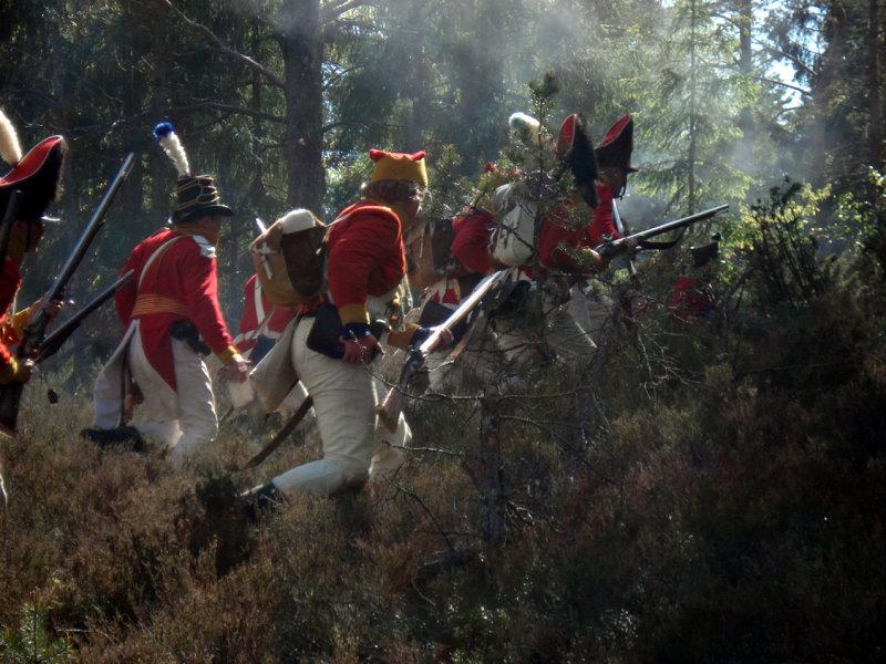 Fienden jagas ut i skogen