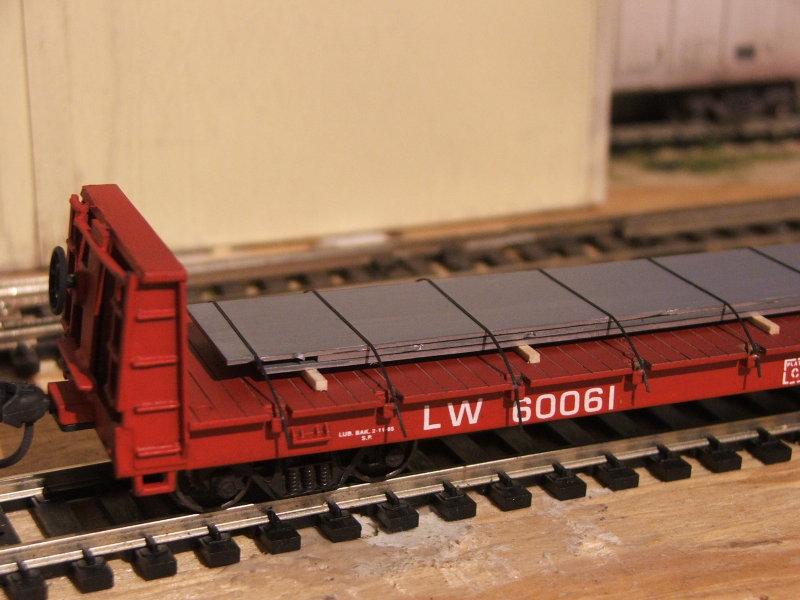 LW 60061 flatcar w/load