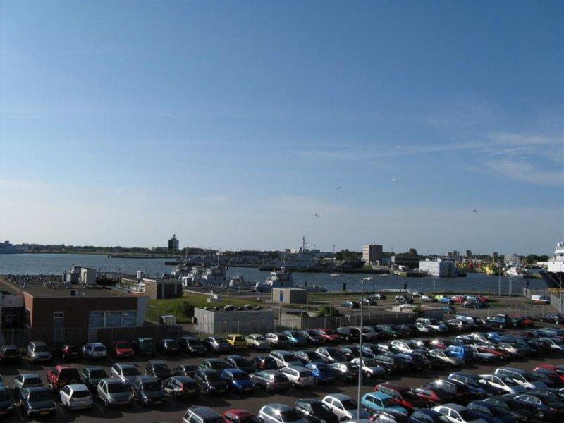Vanaf het veer zicht op haven Den Helder