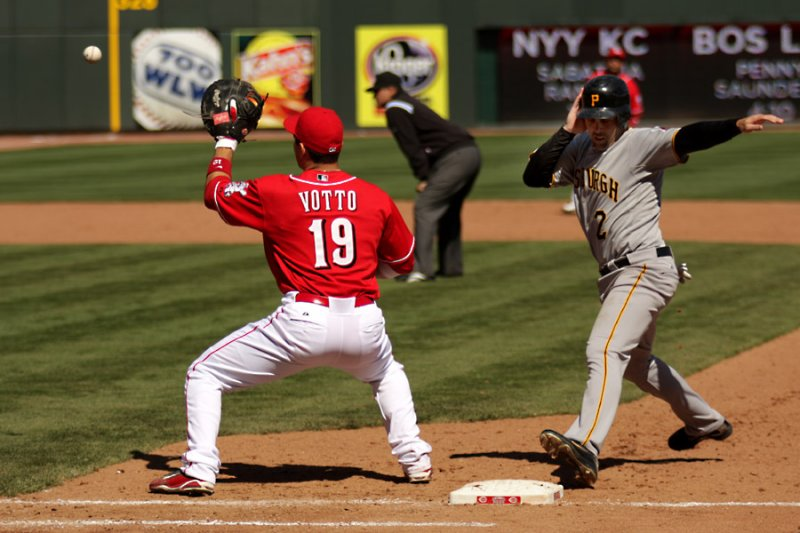 Joey Votto holding on