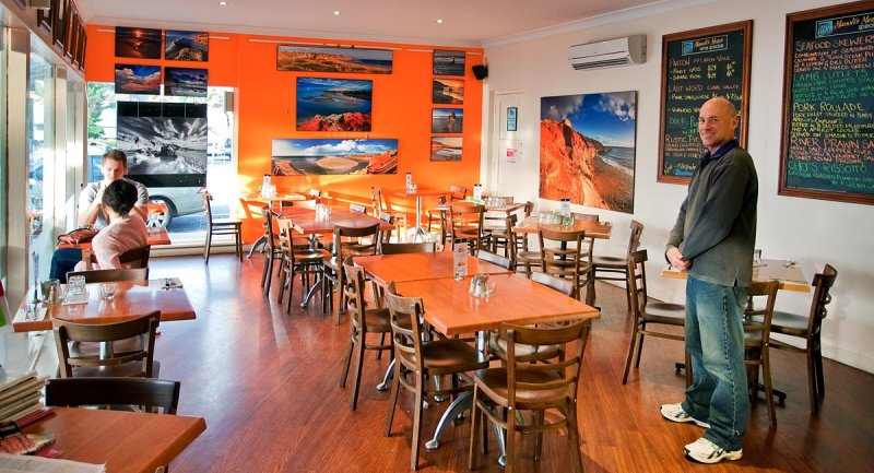 Manolis Café Display