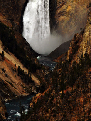 (Example D) Lower Falls of the Yellowstone River, 250mm medium telephoto range, vertical framing