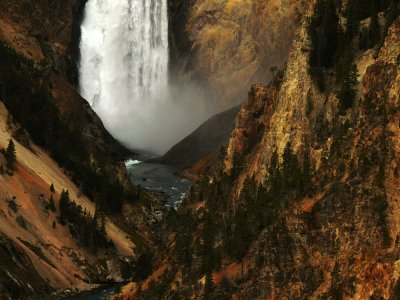 (Example E) Lower Falls of the Yellowstone River, 250mm medium telephoto range, horizontal framing.