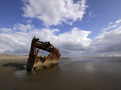 The wreck of the Peter Iredale (1), Fort Stevens State Park, Oregon, 2009