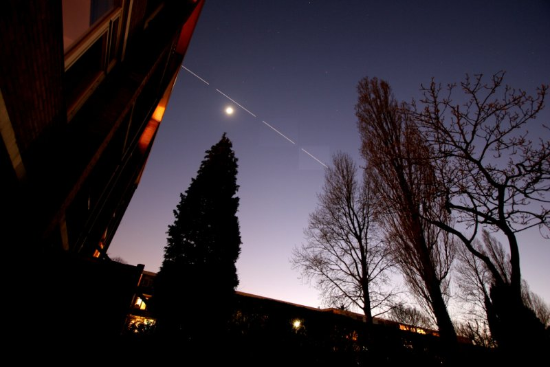 Moon and the ISS - 12 february 2008