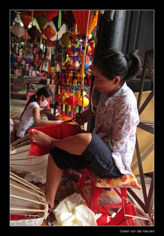 9129 Hoi An, lantern making lady