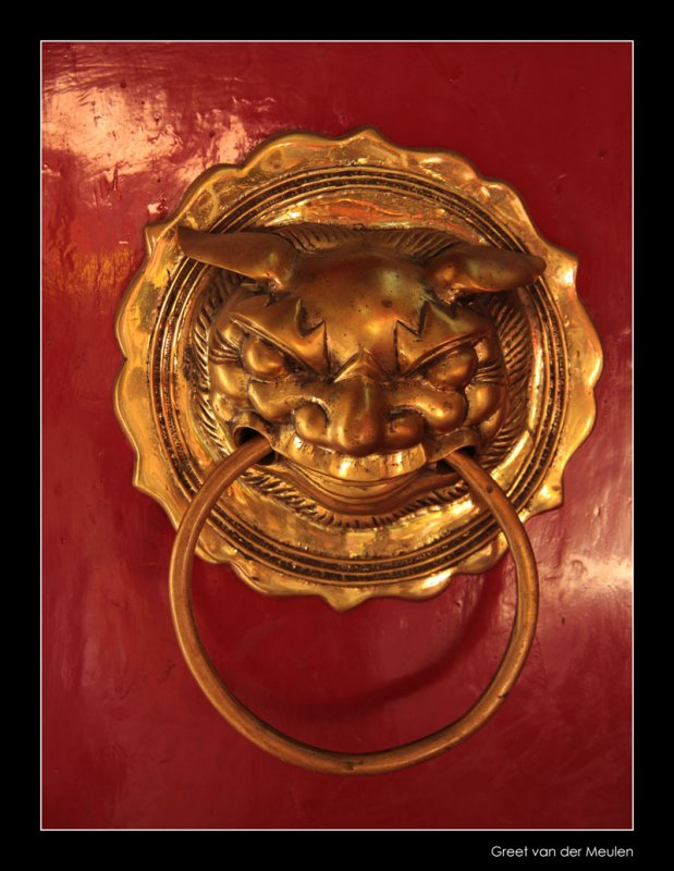 8837 Hoi An, knocker on templedoor