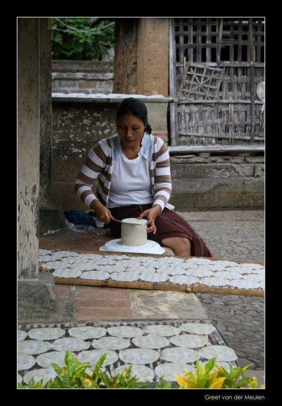 4652 Indonesia, lady preparing food